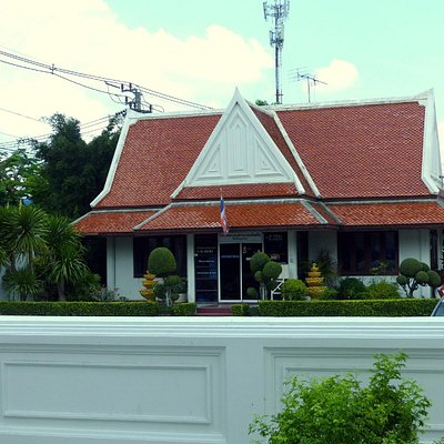 Wat Khruewan entrance area
