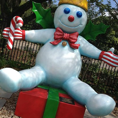 Mr. Bingle Statue at City Putt