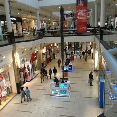 Santiago de Chile, Mall Plaza Oeste, Galerías y pasillos.