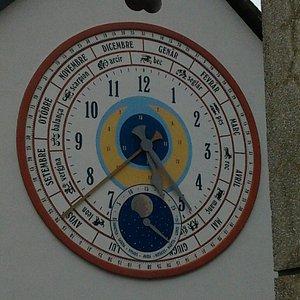 Uno dei tanti orologi fantastici sparsi x il paese