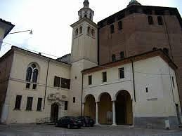 esterno con entrata convento frati serviti