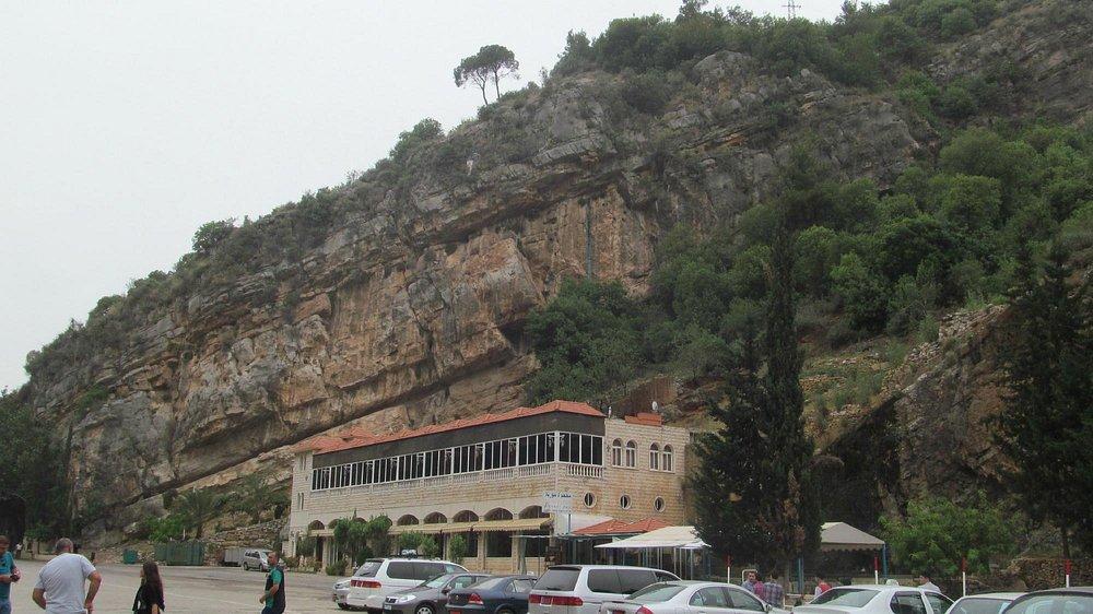 Окрестности пещеры