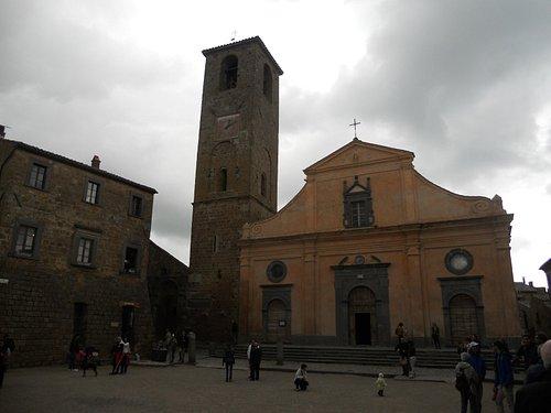 la facciata ed il campanile