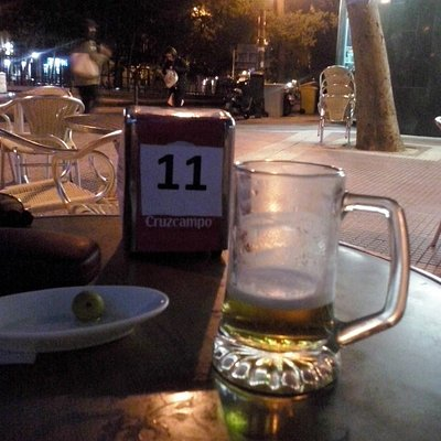 Cerveza y tapas en la maravillosa Plaza de Olavide