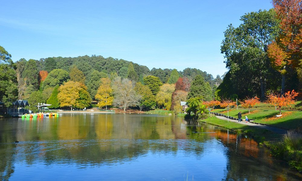 Postcard autumn view of Emerald Lake