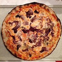"""Pizza """"BRONTOLO"""" pomodoro mozzarella gorgonzola radicchio rosso"""