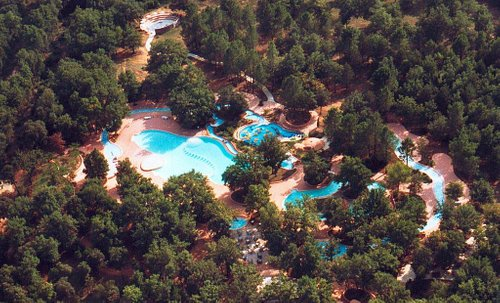 Vue aérienne du parc aquatique de la bouscarasse