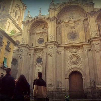 The walking tour around the Cathedral, in the Plaza de las Pasiegas