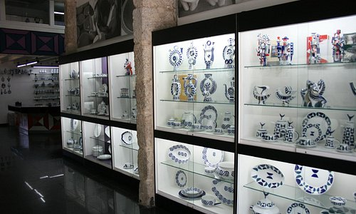 Exposición del catálogo completo de Sargadelos.