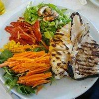 Grigliata di pesce con verdure julienne