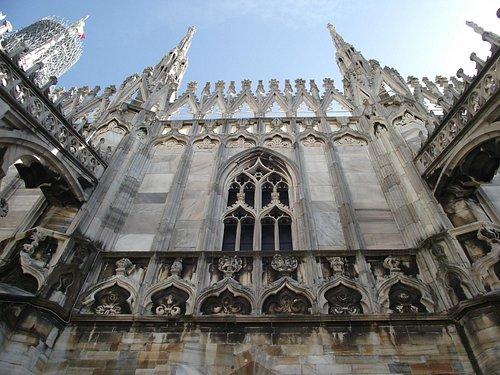 Fachada de uma das torres do Duomo vista do telhado.