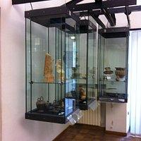 Museo Archeologico Regionale di Enna. vetrine con reperti