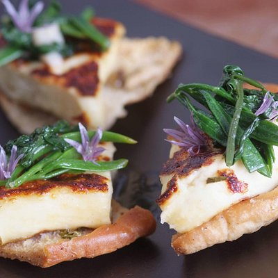 Homemade hallumi cheese with rock samphire