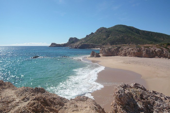 You can walk to this quieter bay near the main beach