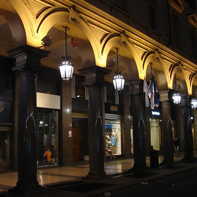 shops in via roma