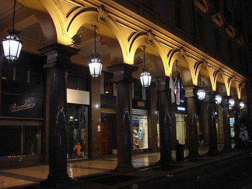 shops in via roma