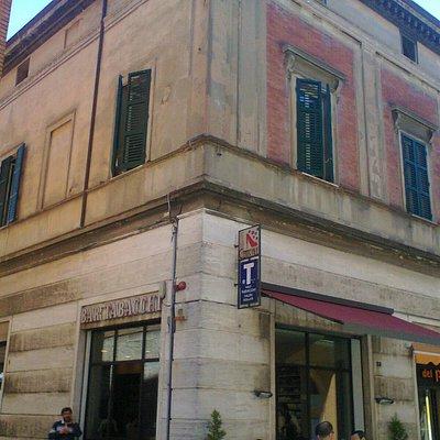 Bar Centrale ed il suo Palazzo, Imola, Via G. Mazzini 28 (24.05.2014 - Foto da cellulare).