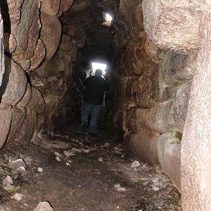 L'interno della Tomba dei Giganti