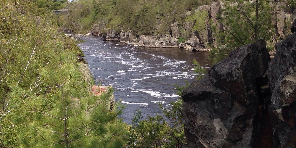 Looking north up the St Croix near the paths by the glacial potholes