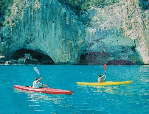 In Kayak alle Grotte del Bue Marino