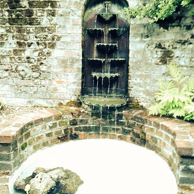 Side fountain