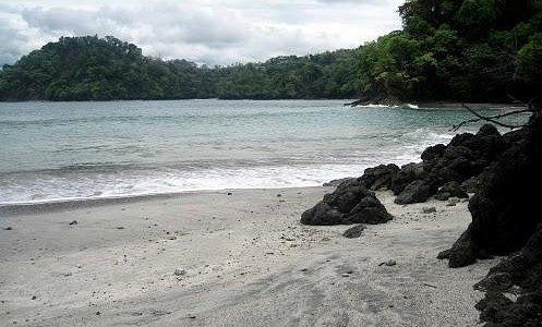 La playa en la mañana.