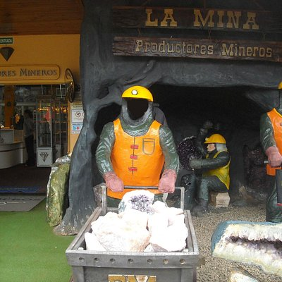 Acceso al local de Productores  Mineros