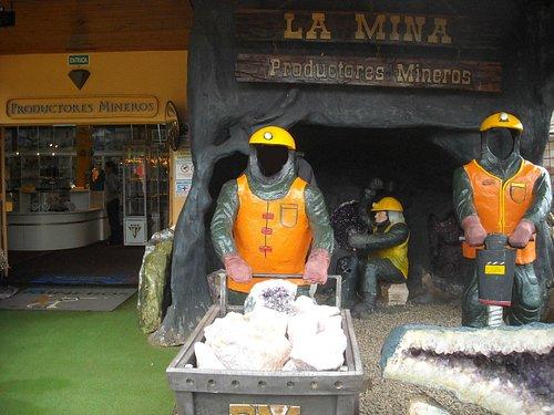 Acceso al local de Productores  Mineros