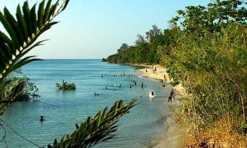 Mawimbini beach landscape
