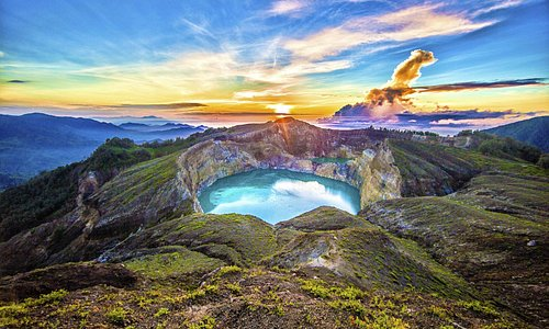 Kelimutu - Crater Lake Volcano - Ende - Flores - Indonesia - Wandervibes - sunrise