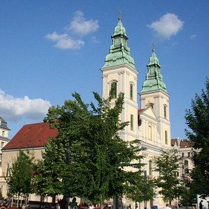 piazza e chiesa
