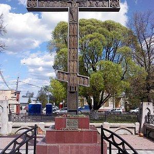 Поклонный крест на месте Всеградского (Христа Спасителя обыдённый) Собора