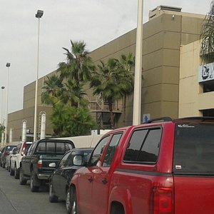 Mall del Sol, entradas laterales