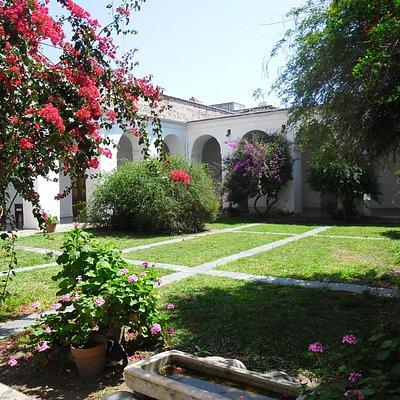 El patio del fundador