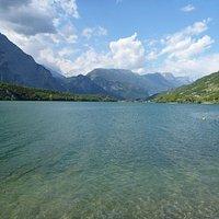 Lago di Cavendine vom Ostufer aus gesehen.