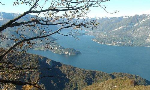 Panorama del Lago di Como scendendo da Esino Lario