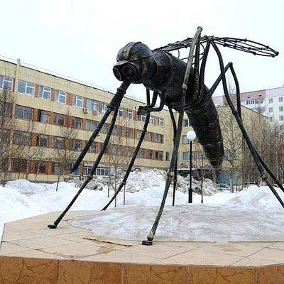 Памятник комару нефтянику