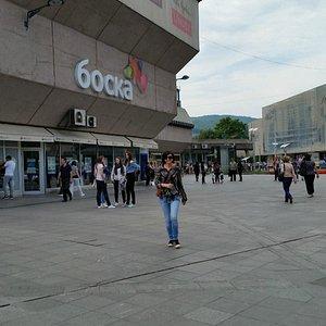 L'ingresso di Boska sulla piazza principale della Città