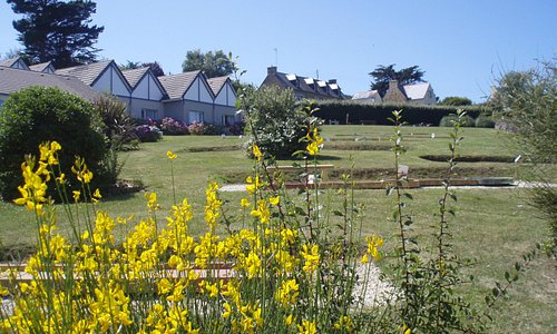 jardin, piscine, mini-golf, boulodrome, ping-pong...