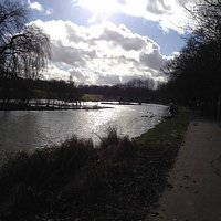 A nice walk around the brown lake ^^