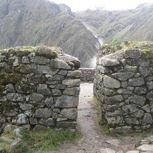 Inside the ruins of Runkuracay