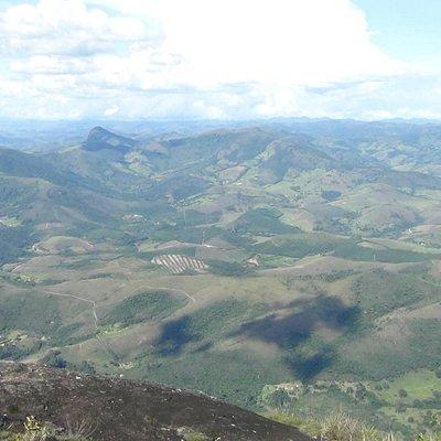 Visto do topo do pico do papagaio! Cidade de Aiuruoca em baixo