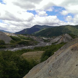 Looking down stream of North Fork Toutle River with ash deposits