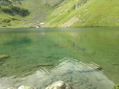 Кристально чистая ледяная вода