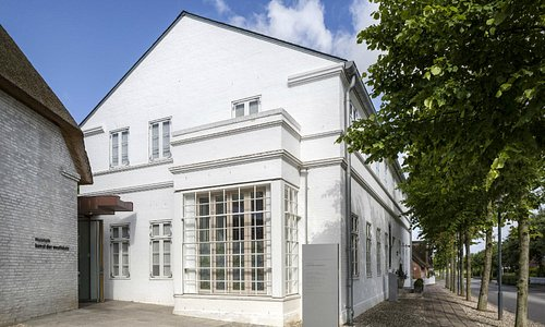 Museum Kunst der Westküste, Eingang Museum und Museumscafé und -restaurant Grethjens Gasthof