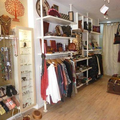 Tienda de regalos,artesanía,ropa y complementos con un estilo particular