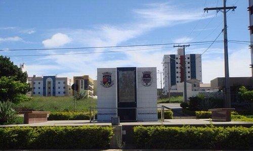 Monumento a Jaci Flores e a historia da cidade.