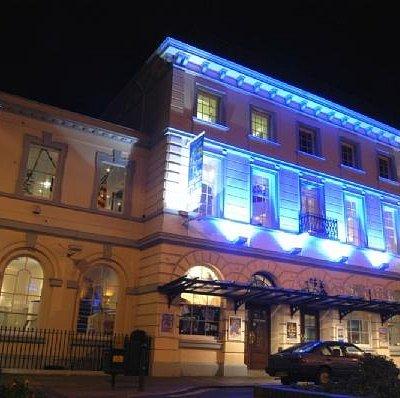 Queen's Theatre at night