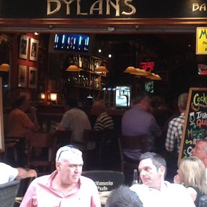 Dylans Bar, Fish Alley. Great Guinness, food & cocktails!