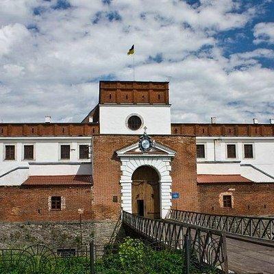 Надвратный корпус замка князей Острожских